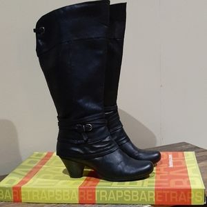 """Taking offers! BARE TRAPS """"RALEIGH"""" BOOTS"""